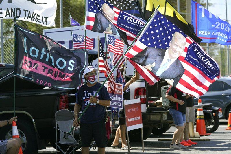 這次大選,無論勝敗如何,川普拼連任,再次拿下佛州選票,主因是川普勤耕當地拉丁裔社區。圖為在佛州古巴裔社區上月27日支持川普的車隊。(美聯社)