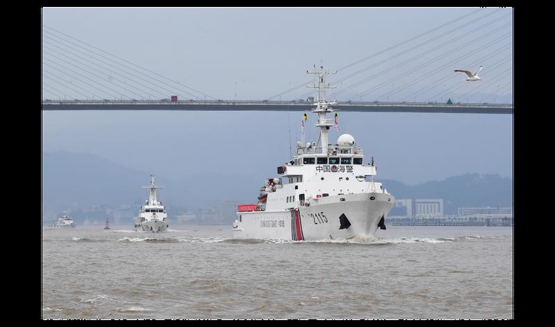 福建省海警總隊與福建省海洋與漁業執法總隊早前執行的海上綜合整治行動。(新華社)