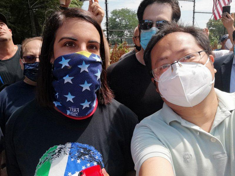 倪緒輝(右)參與多場地區與民眾的選舉活動,支持共和黨候選人。(倪緒輝提供)