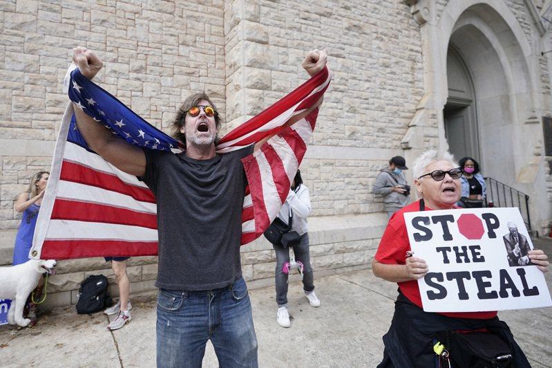 川普支持者仍不退讓承認敗選,計劃周末發動遊行示威。(美聯社)