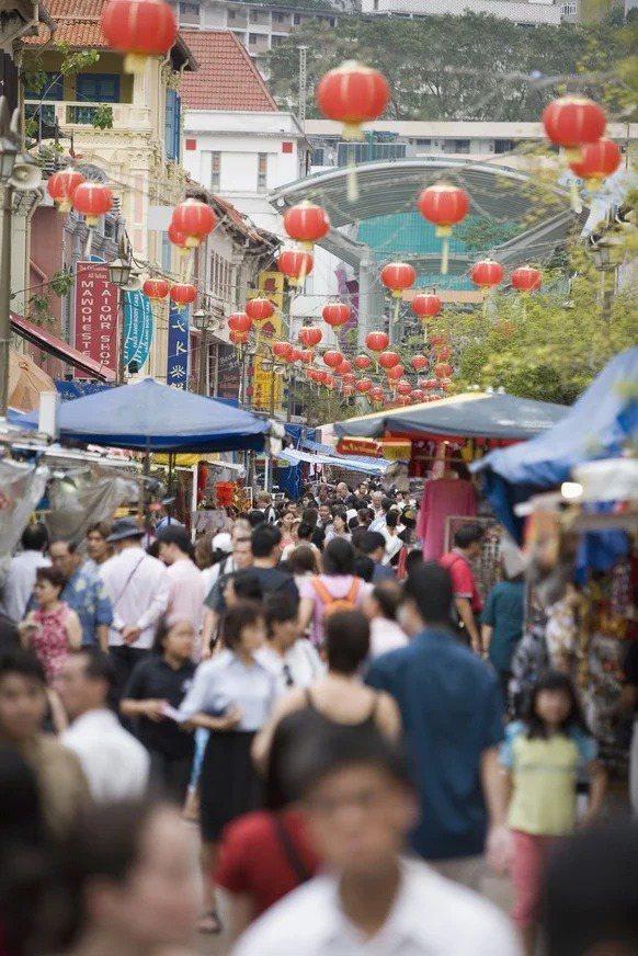 中國已由「儲蓄大國」變成「負債大國」,目前中國儲蓄率慘刷歷史新低,如今還有5.6億人在銀行沒有存款。圖為示意圖。(ingimage)