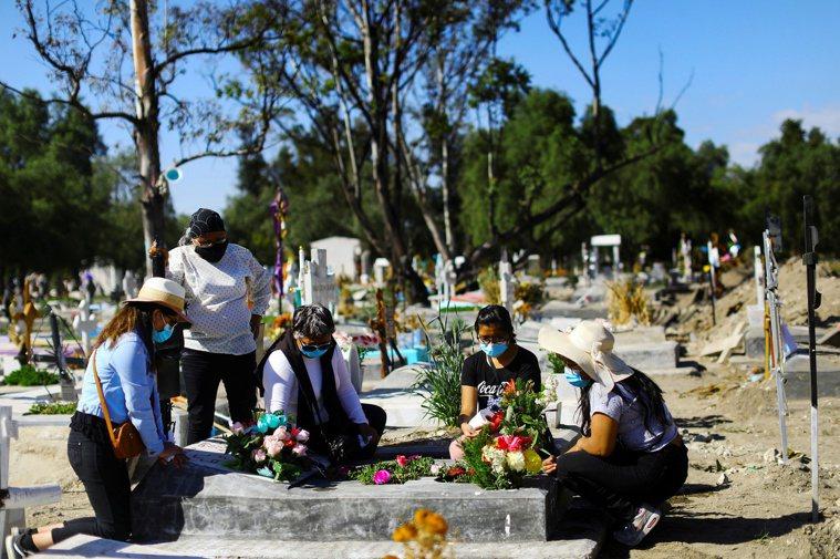 墨西哥境內染疫死亡人數突破10萬,成為全世界第4個累計新冠肺炎死亡病例數超過10...