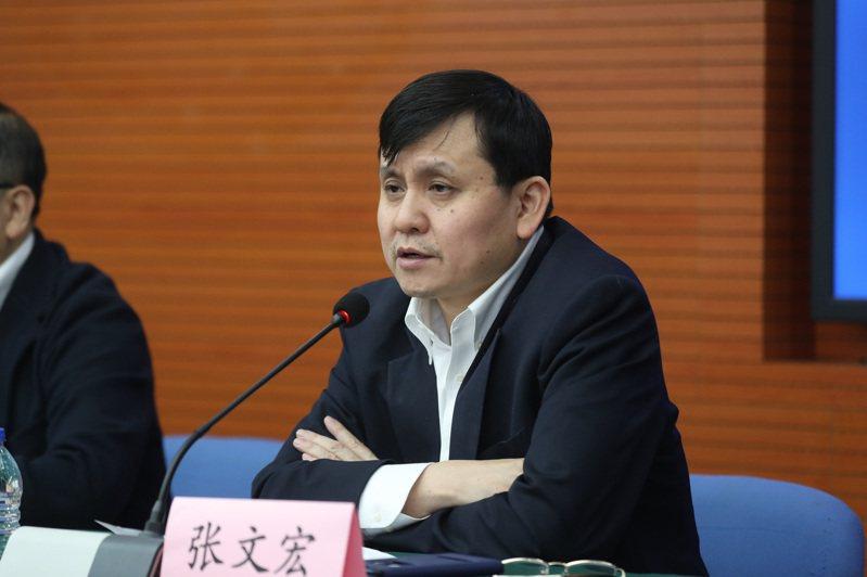 上海華山醫院感染科主任張文宏21日表示,新冠將成常駐病毒,全球疫情可能出現新高峰。(中新社)