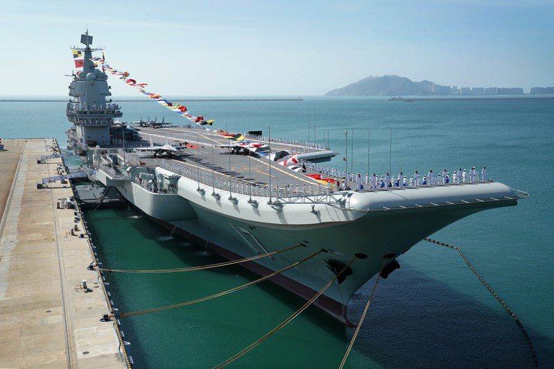 中共首艘全自製航空母艦「山東號」。(新華社資料照片)