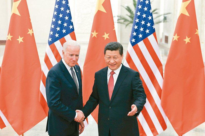 2013年12月4日,中國國家主席習近平在北京人民大會堂會見時任美國副總統的拜登。(新華社資料照片)