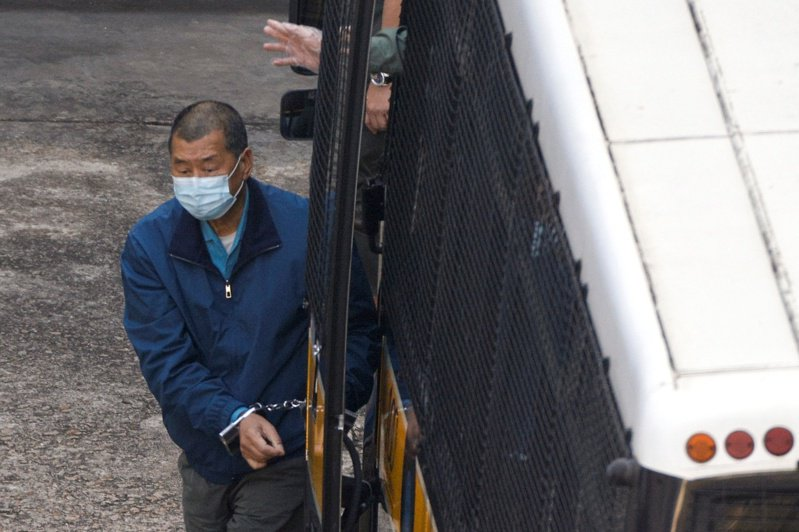 香港壹傳媒集團創辦人黎智英被控欺詐罪,案件3日在西九龍裁判法院審理。裁判官拒絕黎智英保釋,還押至明年4月16日。(路透)