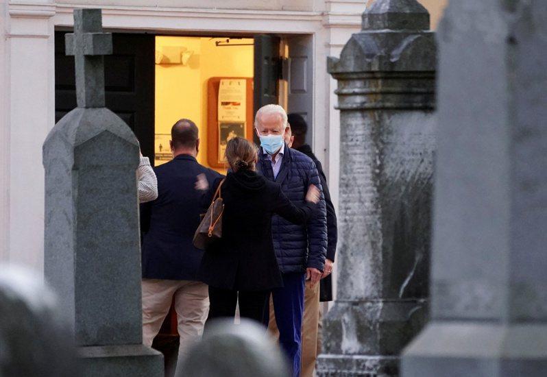 总统当选人拜登5日在德拉瓦州威灵顿市去教堂祷告。(路透)(photo:UDN)
