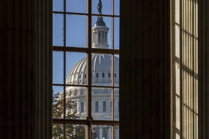 国会参院两党正协商新的纾困法案,但目前传出暂时不包括发给个人的1200美元纾困支票。美联社(photo:UDN)
