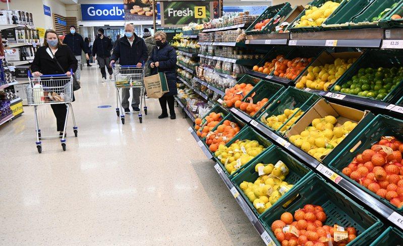 脱欧贸协若破局,最直接的民生冲击就是英欧间的货品价格将上涨,英国连锁超市业者忧心食物选择变少。(欧新社)(photo:UDN)