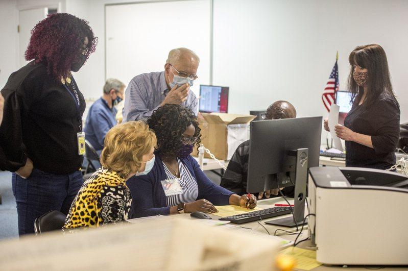 喬治亞州選務人員已經三次重新計票,但結果仍是民主黨拜登得票數勝過川普。(美聯社)