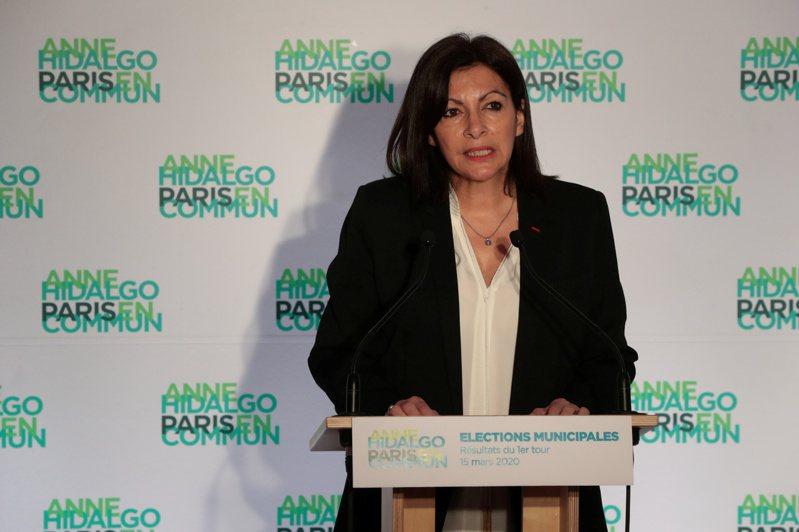 巴黎首位女性市长伊达戈率领的市府,因女性阁员比例过高遭罚款。(路透)(photo:UDN)