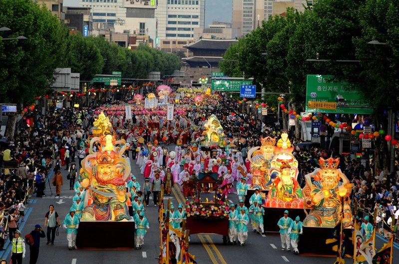 南韩佛诞节庆典「燃灯会」被列入联合国教科文组织「非物质文化遗产代表名录」。(欧新社)(photo:UDN)