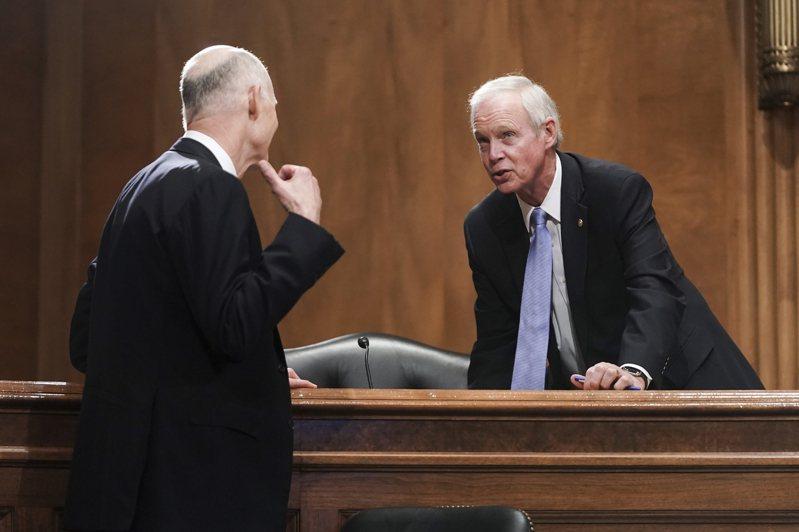 有六名共和黨籍聯邦參議員,包括強森(右)與史考特(左)等,對新一輪疫情經濟紓困法案投下反對票。(美聯社)