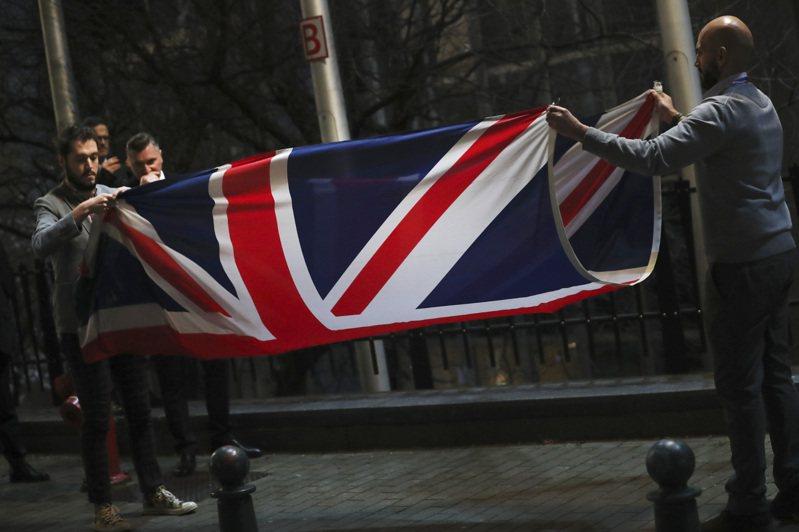 英國今年1月31日形式上脫離歐盟成員國時,英國國旗被從布魯塞爾的歐盟議會大廈外移除。(美聯社)