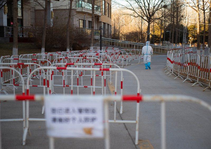 北京市順義區發生局部聚集性疫情,圖為北京急救中心順義分中心和一處隔離酒店通道。(新華社)