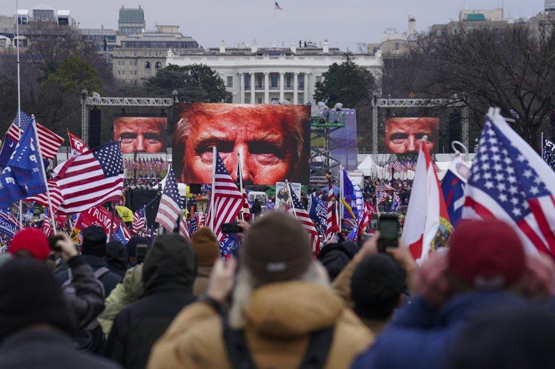 美聯社根據調查的資料指出,本月6日在華府大型川普支持者造勢大會,川普競選團隊若干人士扮演重要角色。(美聯社)