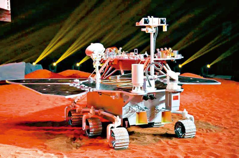 中國首輛火星車1:1模型。(央視視頻截圖)