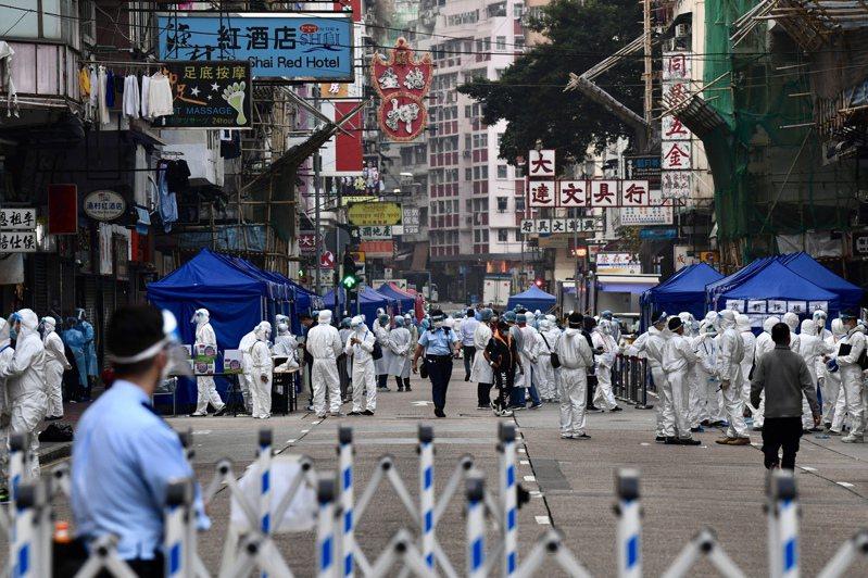 香港佐敦「受限區域」24日約7000名香港市民完成檢測,有13人確診。(中新社)