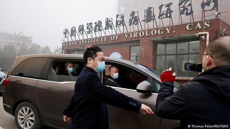 世衛專家進入武漢病毒研究所。(路透)