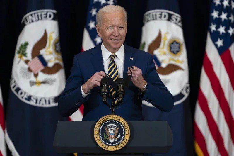 美國總統拜登4日在國務院發表首次外交政策演說,稱中國是美國「最嚴峻的競爭對手」。美聯社