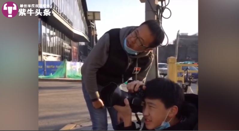 徐先生和兒子一起攝影。圖/取自紫牛新聞