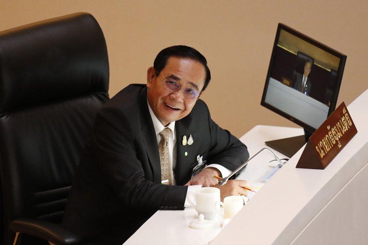 泰國總理帕拉育親自到機場迎接疫苗,他表示未來將有更多疫苗運抵,以利泰國達到群體免...