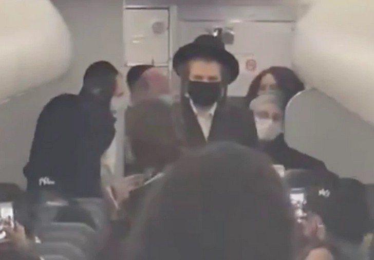 邊疆航空上月28日晚發生乘客口罩糾紛,變成歧視爭議。猶太團體譴責邊疆航空歧視正統猶太裔乘客。圖/取自影片