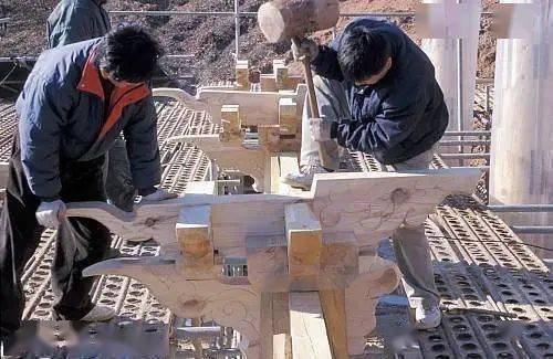 聯合國教科文組織網站中關於「大木匠與傳統的木結構建築藝術」的介紹圖。(取材自觀察者網)