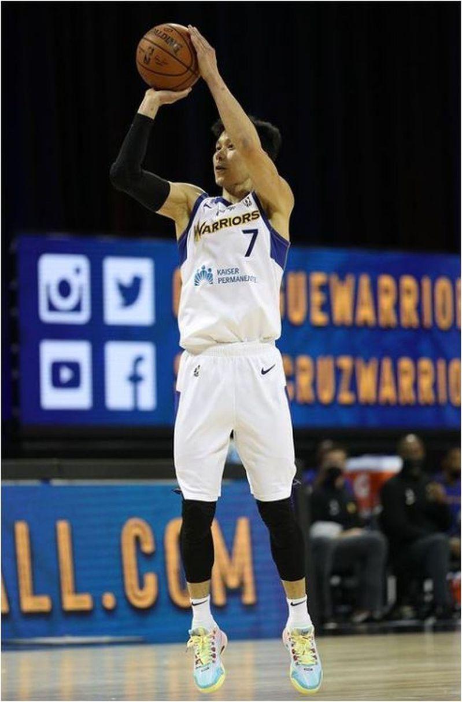 「舊金山紀事報」(San Francisco Chronicle)今天報導,林書豪重返NBA取決於是否有球隊需要一位能指導年輕球員、又有進攻思維的替補控球後衛。 截圖自林書豪IG