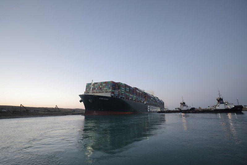 日媒報導,管理及擁有運河的蘇伊士運河管理局,很可能向擁有長賜輪的日本今治造船集團旗下的正榮汽船公司,提出損害賠償告訴。(路透)
