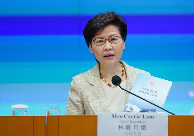 香港特首林鄭月娥表示,現在香港COVID-19疫苗的接種率不太理想,還需要大量教育宣傳。她強調,「不打疫苗,是沒有能力完全控制疫情的」。(新華社)