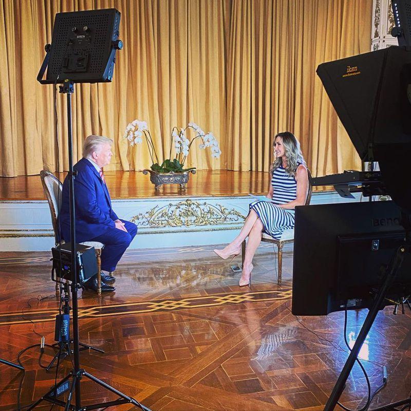 前總統川普3月30日接受二媳婦賴拉的訪問,除大肆抨擊總統拜登的政策外,更暗示會參加2024年總統選舉。(取自賴拉IG)