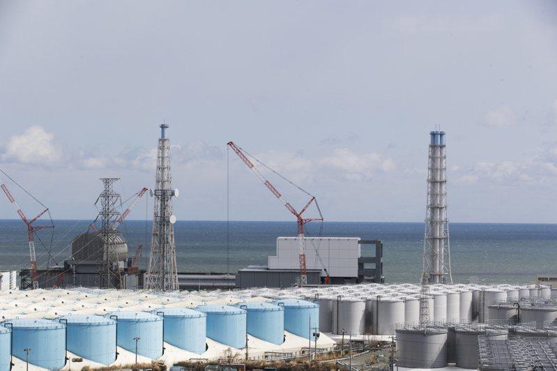 日本福島第一核電廠在311核災後持續產生的含氚核廢水,日本政府擬在13日開會決定將稀釋後的核廢水排入海。(美聯社)