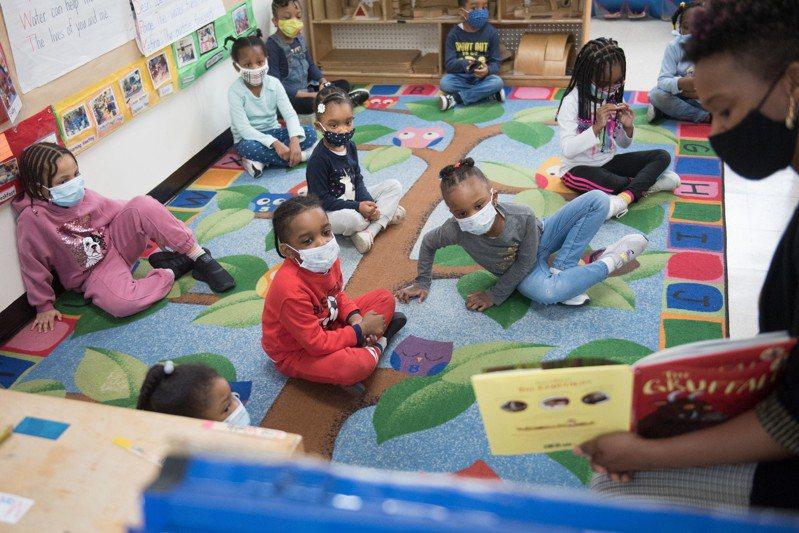 研究顯示,四歲學前班項目的教學質量實際存在巨大差異,白人、亞裔學生較多的項目以及高收入社區的項目,教學質量明顯較好。(市長辦公室提供)