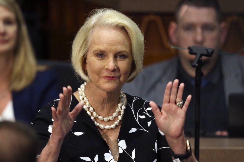 拜登總統有意提名已故聯邦參議員馬侃的遺孀辛蒂‧馬侃(Cindy McCain)出任聯合國世界糧食計畫大使。(美聯社)