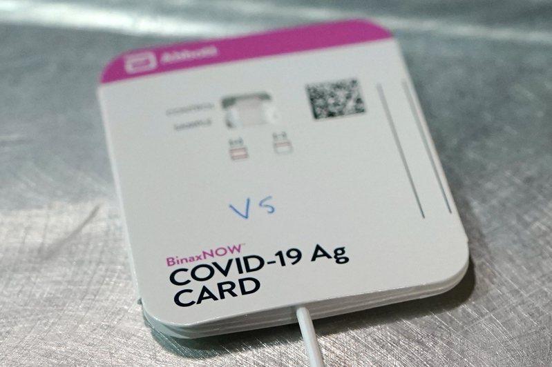 FDA批准新冠肺炎快篩試劑BinaxNOW,可在全美三大連鎖超商藥房購得,無需醫生處方。(美聯社)