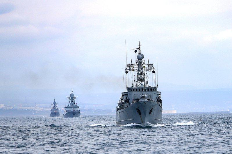 俄羅斯出動超過20艘軍艦在黑海進行軍事演習。(美聯社)