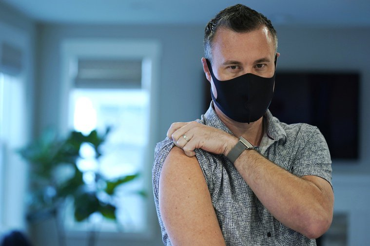 在西雅圖的布朗寧去年9月是第二位接受莫德納疫苗臨床實驗的志願者。今年3月,他再次...