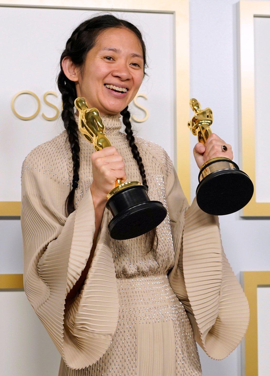 奪下第93屆奧斯卡金像獎「最佳導演」與「最佳影片」的華裔導演趙婷。(路透)