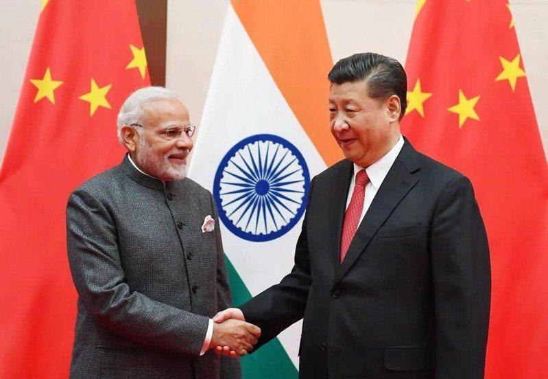 中美接連表態對印度伸援,美媒分析,印度成美中外交新戰場。圖為中國國家主席與印度總理莫迪。(取材自臉書)