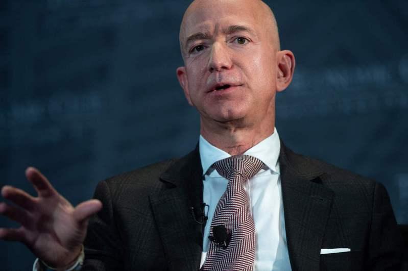 亞馬遜創辦人貝佐斯,如今身價高達1930億元。(Getty Images)