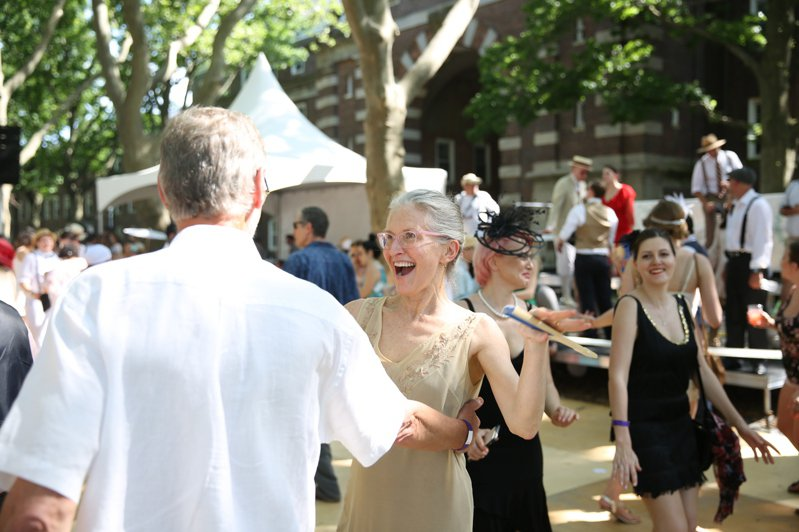 總督島此前夏季舉行的標誌性活動「爵士年代草坪派對」盛況。(本報資料照)