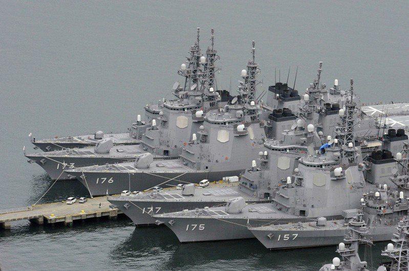 日本陸上自衛隊今天上午跟美軍陸戰隊、法國陸軍,在橫跨日本宮崎縣與鹿兒島縣的霧島演習場進行聯合訓練,並公開讓媒體拍攝。圖為日本海上自衛隊。(美聯社)
