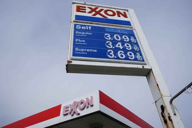 物價逐漸高漲之際,又遇上駭客勒贖油線公司,若不解決,油價近日還要再漲。圖為東岸費城汽油價格4月底已超過每加侖三元。(美聯社)
