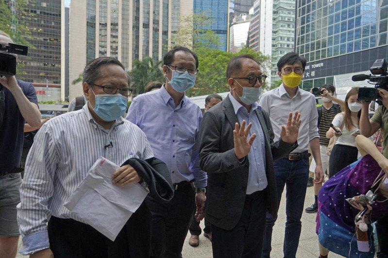 何俊仁(左起)、蔡耀昌、楊森和吳文遠18日到達香港法庭。(美聯社)