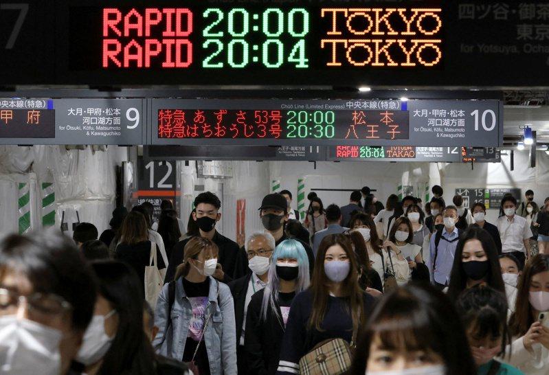 東京等九個都道府縣原定實施至本月底的緊急狀態宣言,將延長至下月20日,距離東京奧運開幕只剩下50多天。(路透)