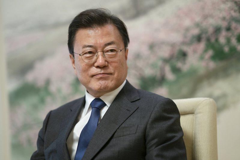 南韓總統文在寅邀請四大集團負責人到青瓦台共進午餐。(取材自紐約時報)