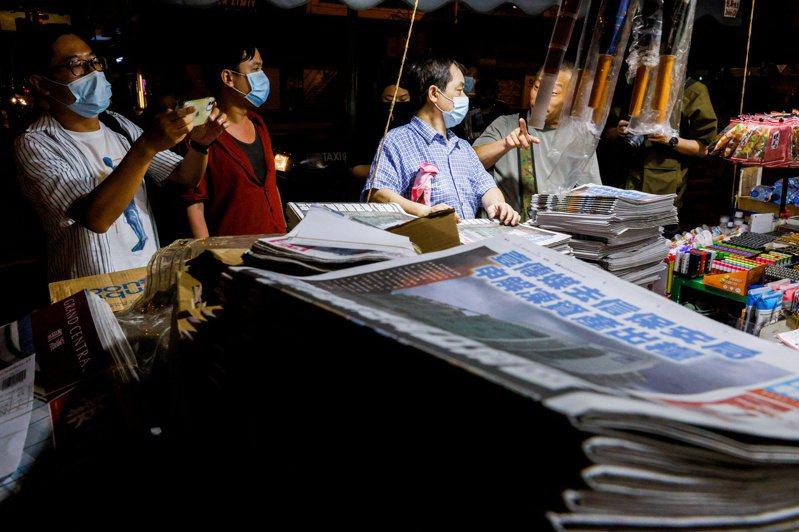 香港蘋果日報被迫停止營運後,英國今天痛批中國以國安法壓制香港的言論自由。圖/路透