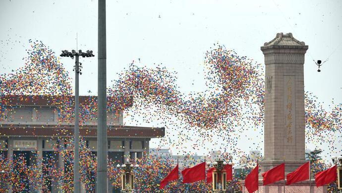 慶祝大會尾聲,10萬隻氣球騰空而起。(取材自北京日報)