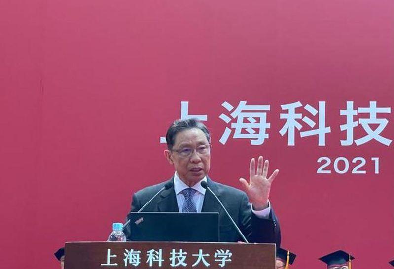 中國工程院院士鐘南山3日在滬參加上海科技大學2021屆畢業典禮。(取材自中新網)